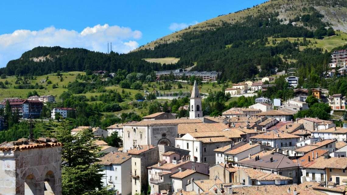 Il borgo di Pescocostanzo e la magia del bosco Sant'Antonio.