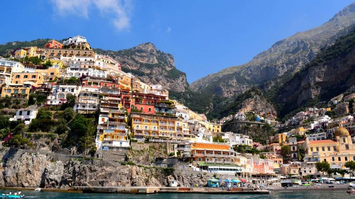 Ritorno sulla costiera Amalfitana: Positano e la sua variopinta verticalità.